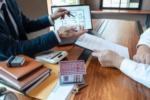 Jakich formalności trzeba dopełnić, kupując dom?