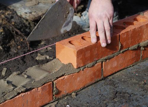 Budowa domu – wybór materiałów budowlanych